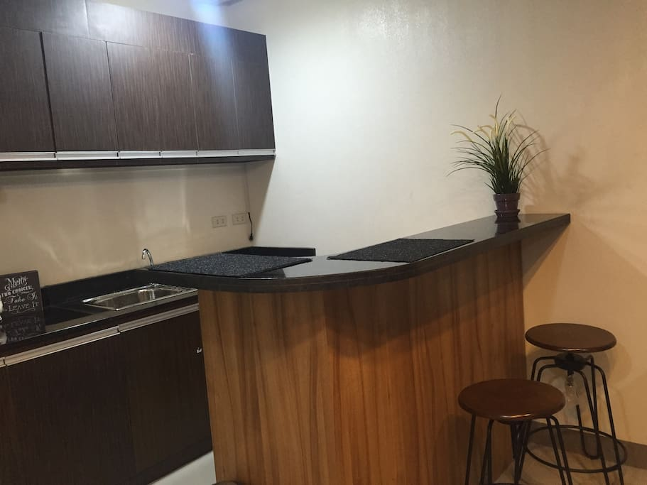 Island counter with breakfast bar