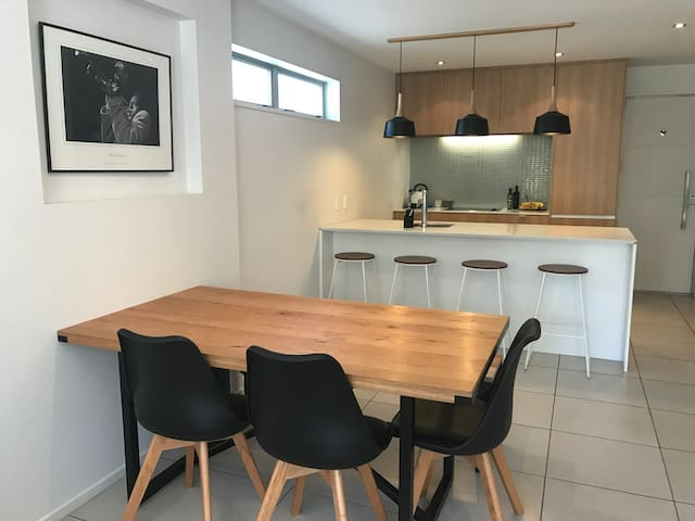 Modern Townhouse Close to City Centre