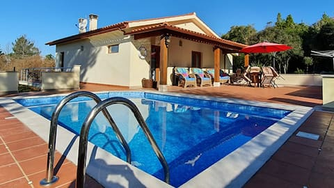CASA DO ZELO  - Large villa w/ pool and trampoline