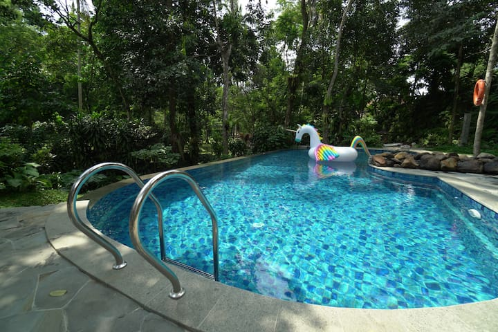 1BR Villa w/ Pool at Rumah Gadog