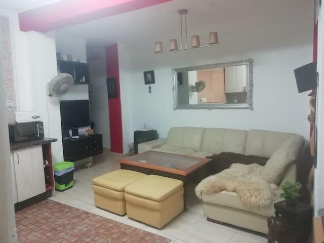 Salon, junto a la cocina - Living room, next to the kitchen