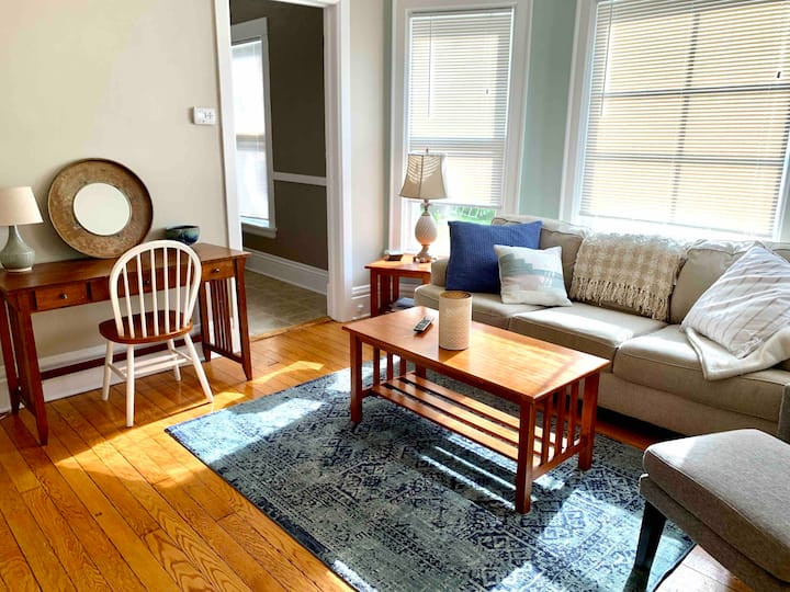 Spacious and Charming Apartment Near Capitol