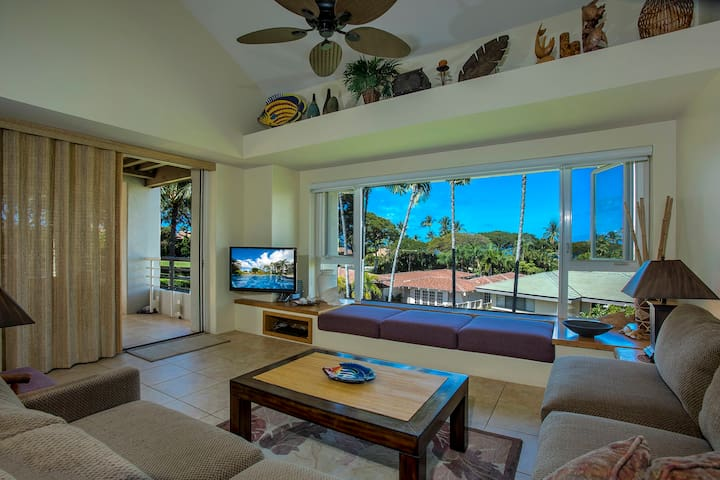 Palms at Wailea 2104-Living Room Perfect for Entertaining!