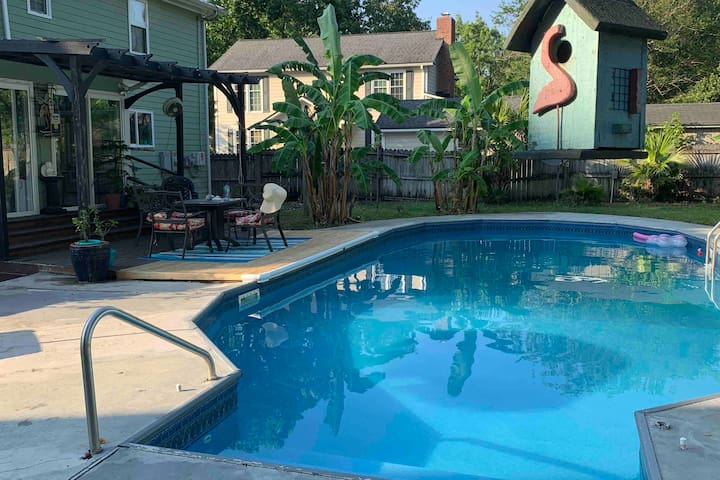 SPACIOUS Pool home, located near EVERYTHING Chs.