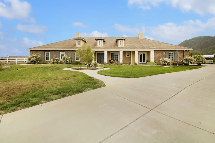 2.5 Acre Wine Country Estate in West Side Murrieta