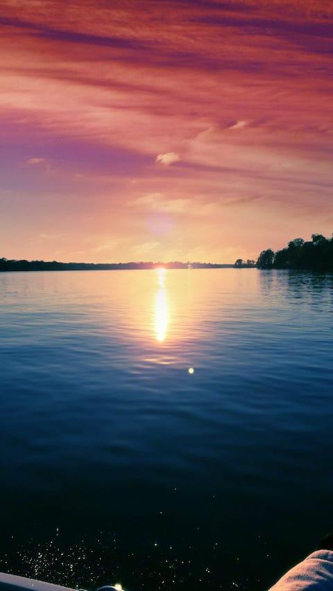 Lake Home by Nashville-Hot Tub, Kayak, Fish, Swim