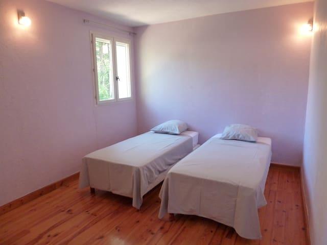 2ème chambre 2 lits simples
