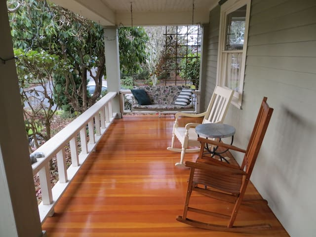 Historic home in prime location (bedroom #3) - Olympia - House