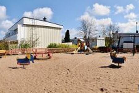 Radhus nära Torp köpcentrum och Unda camping - Herrestad