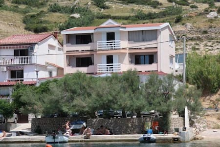Apartments Metajna 5 for 2 persons - Metajna