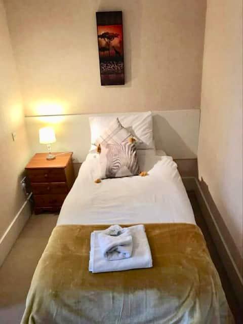 Comfortable en-suite single room