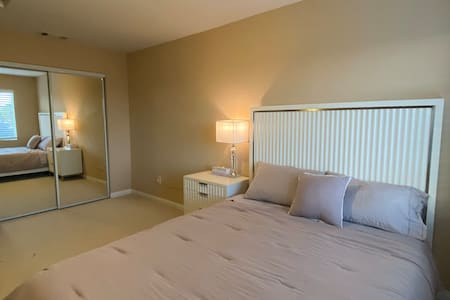 (New)Luxury Room 2 W/tv near OTC airport Outlet