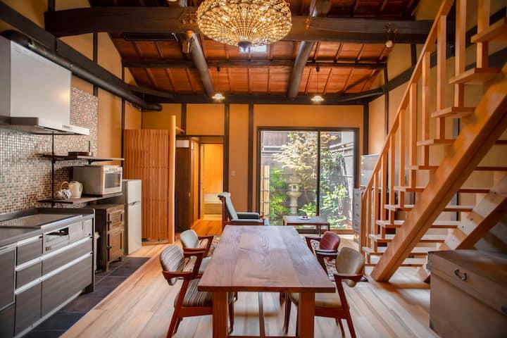 あなただけの京別荘。西陣織の町に佇む上質な京町家で過ごす至福のひと時