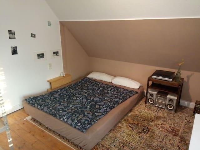 Kleines einfaches Zimmer in Rosenheim