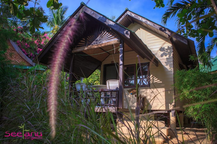 Tropical Bungalow in the garden for 2 or 3 pers