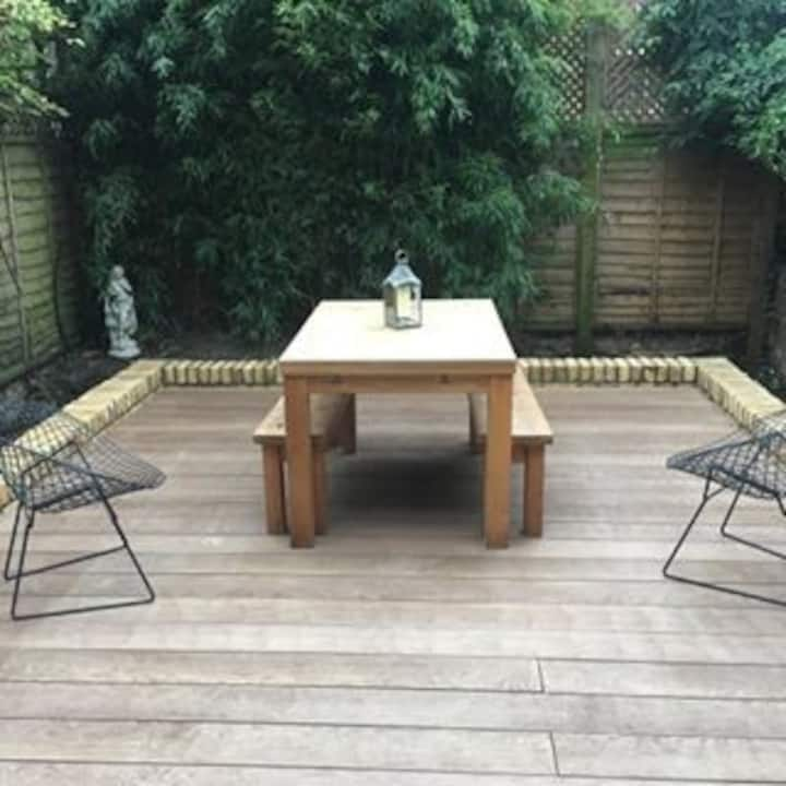 Large Room w King Bed in Trendy Kentish Town