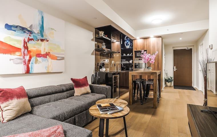 Luxury DOWNTOWN 2BR Condo + Balcony ★★★★★