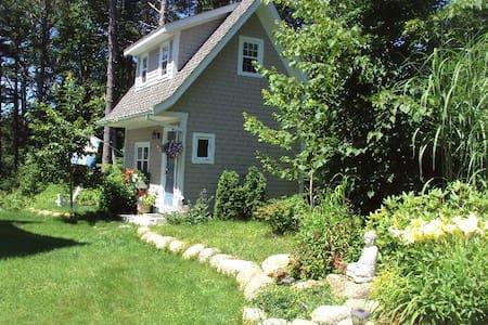 Small cottage on Martins River, N.S. - Martins River, Mahone Bay - Stuga