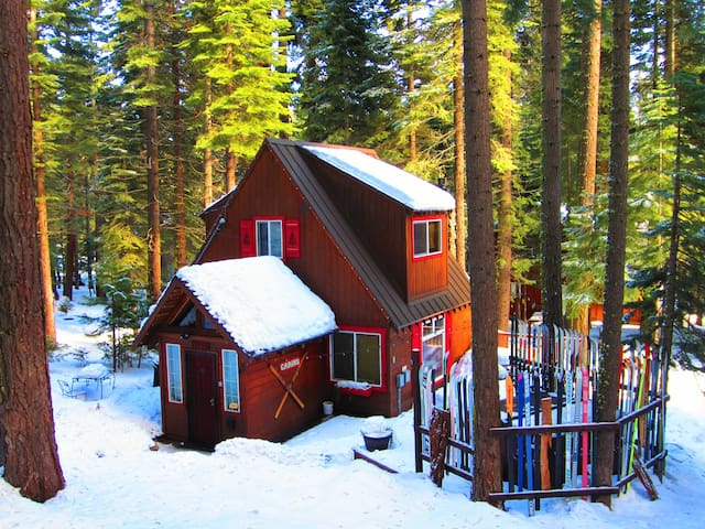 Timberland Cottage: 2+1 w/ Hot Tub - Tahoe City - Rumah