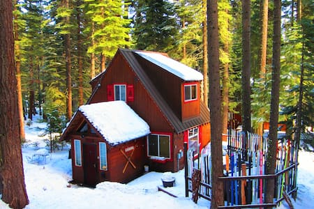 Timberland Cottage: 2+1 w/ Hot Tub - Tahoe City - Casa