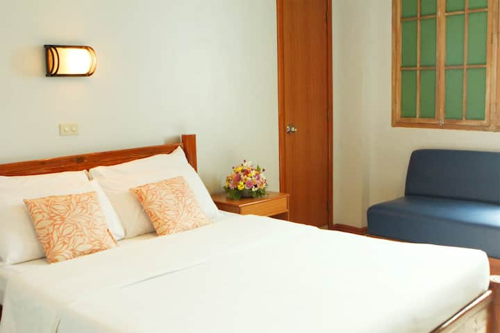 Clean and affordable room near the airport
