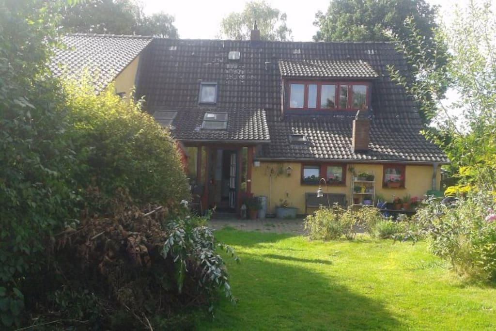 ruhiges wohnen im l ndlichen norden hamburgs houses for rent in hamburg hamburg germany. Black Bedroom Furniture Sets. Home Design Ideas