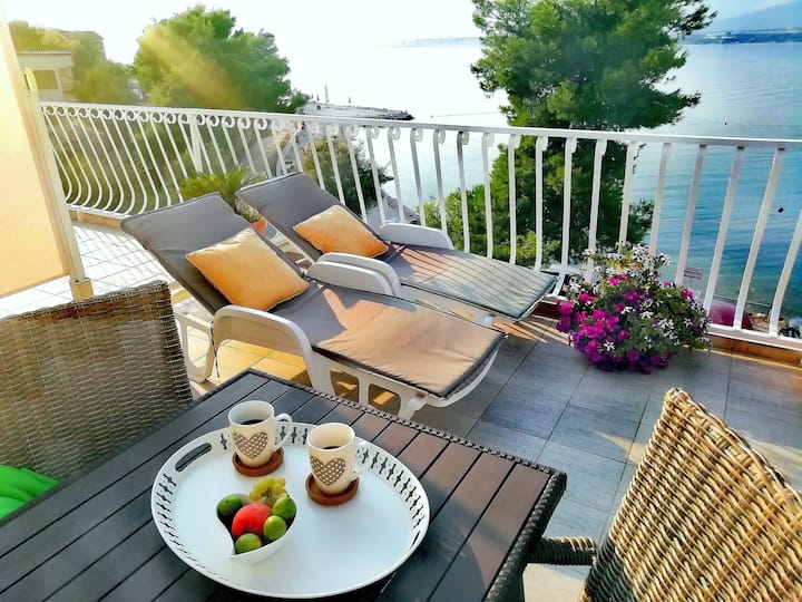 CHARMING studio by the BEACH WITH STUNNING  VIEW