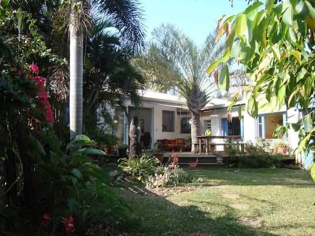 Maison de plein pied avec jardin - Houses for Rent in Nouméa ...