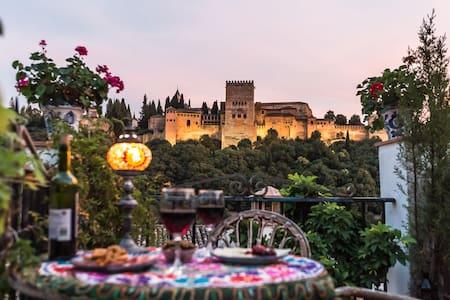 Atico Maria la Chola Vistas Alhambra WIFI & A/C