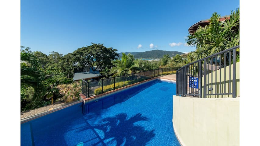 Paradise Penthouse at Waves - Airlie Beach
