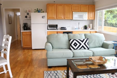 Comfy, cozy updated Guest Home (patio, views, w/d)