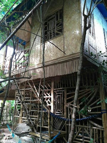 Cozy Bamboo Eagles Nest