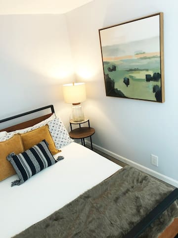 2nd Floor Office - Private Room - Sleeps 2-NE MPLS
