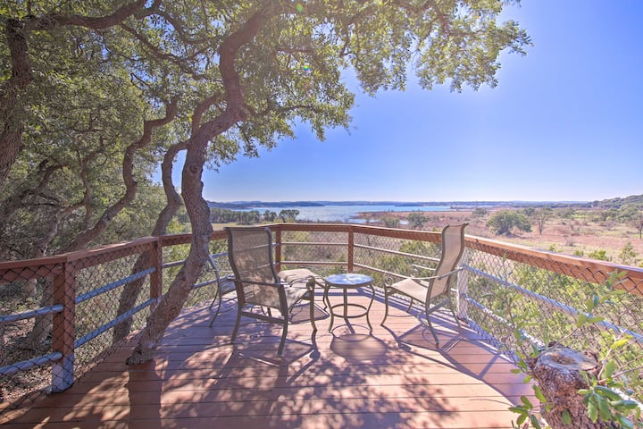 Stunning Canyon Lake Home w/Deck, Hot Tub + Kayak!