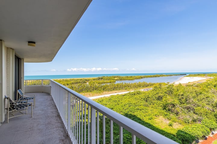 Nice and cozy unit with outstanding Gulf Views!