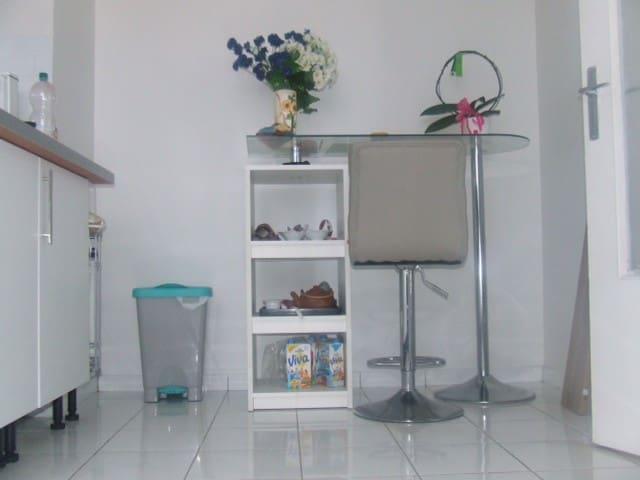 Grand studio avec vue panoramique et terrasse - Maurepas - Wohnung