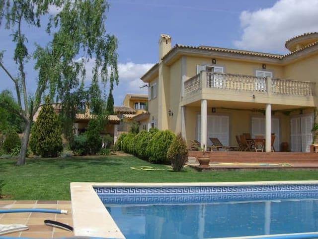 Habitación doble en chalet con jardín y piscina - Urbanització Sant Marçal