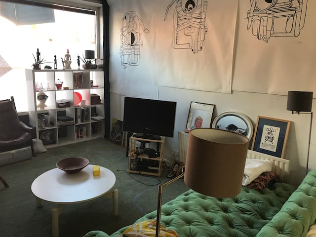 Beautiful Arty Central London Flat with Cat!
