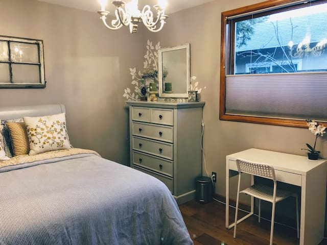 Private bedroom in shabby chic San Leandro Home