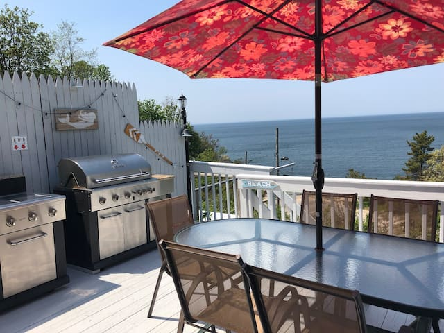 East End Retreat - Steps to Beach: Monthly Rentals