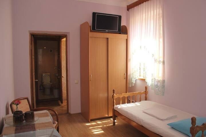 комната на троих