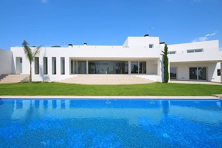 Minimalistic Villa close to Atzaró and Benirras