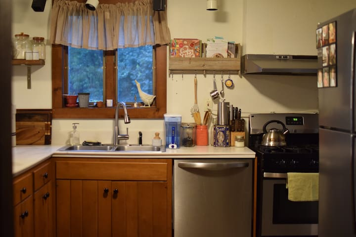 Excellent cooking space with double-sink, dishwasher, 5-burner stove and oven.