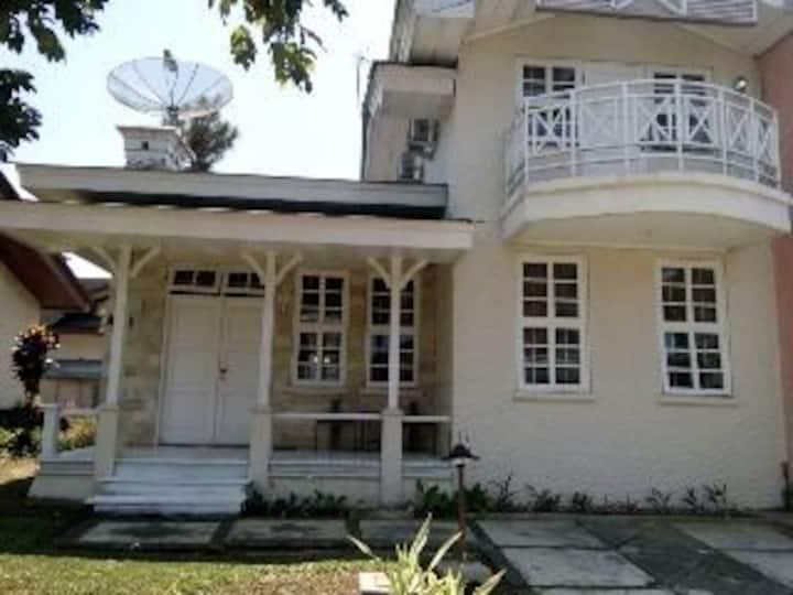 Villa for rent in Kota bunga Puncak cianjur