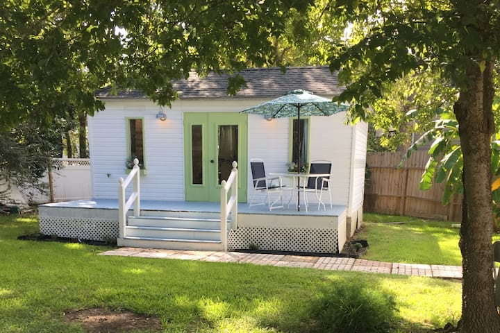 The Kemah Cottages-Tiny Dream House