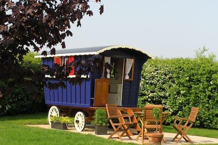 A delightful Gypsy Caravan - Sisland