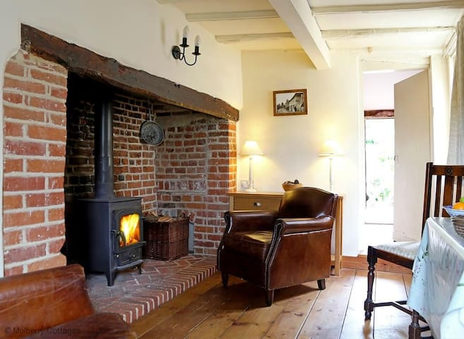 Box Cottage, Sleeps 4, Grade II listed cottage dates to the 17th century set in a truly romantic location for a special break away