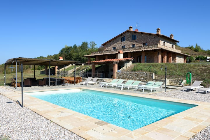 Luxury villa in Tuscany with pool for eight people