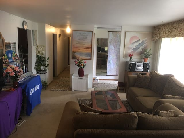 SAVER Room in Kent near Seatac & Seattle by Bus