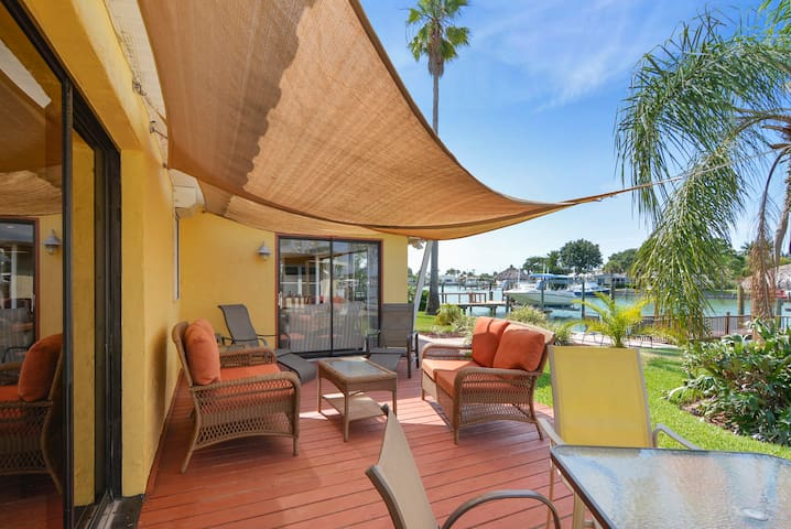 3BR, 2BA Canal Home